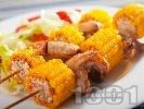 Рецепта Мариновани пилешки крилца с мед и лимон на шиш с царевица печени на фурна